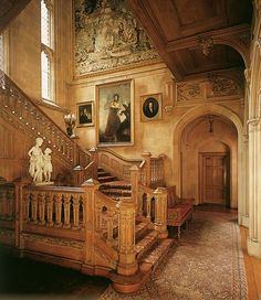Sir Charles Barry, one of the architects of the Gothic Revival in England and chief architect of the British Houses of Parliament, designed this beautiful Great Oak Staircase at Highclere Castle. Victorian Interiors, Victorian Homes, Architecture Details, Interior Architecture, Beautiful Interiors, Beautiful Homes, London Decor, Chief Architect, Ivy House
