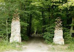 Cornelia Konrads' levitating stone pillars