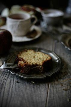 Pratos e Travessas: Bolo de maça caramelizada e calvados # Caramelized apple and calvados cake | Food, photography and stories