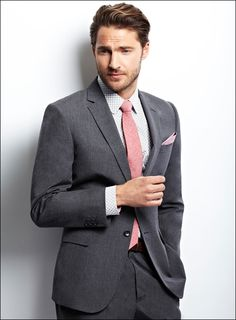 A trendy shirt for the groom – the wedding dress the bride will be the greatest importance is attached, it turns but represent the visual highlight at the wedding. The man has it, however comparatively simple and can fall back on a classic suit. But even here there is a lot to consider details.