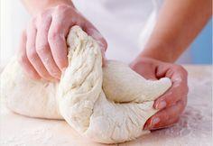 Meglepően sok mindenre felhasználható könnyű, gyors kelt tészta dagasztás nélkül