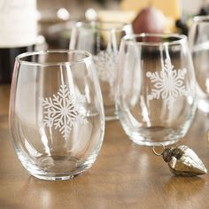 Snowflake Stemless Wineglasses For holiday spirits or wine anytime, who doesn't need  a few extra wine glasses during the holidays?