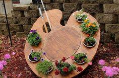Дизайн сада своими руками подразумевает не только красивые цветники и садовые постройки, но и яркие акценты в вашем саду. Такая необычная клумба-палитра сможет неожиданно придать очарование ничем не примечательному уголку сада. Представляем вам подробный мастер-класс. Сделать такой дизайн сада задача посильного для любого хозяина, кто немного умеет работать своими руками и любит свой дивный сад. …
