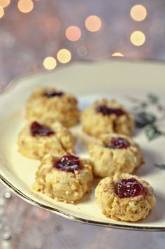 Jam Thumbprints Cookies -I made these every year with my mom growing up and I make them every year with my kids they're fun to make and taste so great! This jam thumbprints recipe is a family favorite. It was make a delicious addition to a cookie table. Raspberry Thumbprint Cookies, Thumbprint Cookies Recipe, Jam Cookies, Wedding Venue Inspiration, Wedding Ideas, Diy Wedding, Buttery Shortbread Cookies, Cookie Table, Fruit Jam