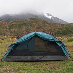 Zerogram El Chalten Tent.  210×130cm, 100cm height , 1.64kg,