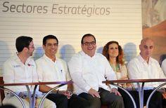 El gobernador del estado de Veracruz, Javier Duarte de Ochoa asistió a la inauguración de la Semana del Emprendedor 2013 ¡Si es de Veracruz, es tuyo!, foro empresarial del sur-sureste del país que se llevó a cabo en las instalaciones del World Trade Center de Boca del Río, en el que participaron más de 180 productores.