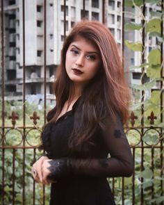 As-Salam Alaykum🦋 Jummah Mubarak Everyone! Beautiful Girl Photo, Cute Girl Photo, Girl Photo Poses, Girl Photography Poses, Girl Poses, Stylish Photo Pose, Stylish Girls Photos, Stylish Girl Pic, Balayage Hair Caramel