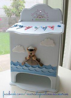 Porta pañal para decorar el cuarto del bebe: Decoupage Box, Decoupage Vintage, Diy Painting, Painting On Wood, Baby Deco, Kit Bebe, Nursery Room Decor, Baby Time, Felt Dolls