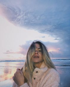 Summer Mckeen wearing a soft fluffy jacket for winter at the beach under a beautiful evening with purple and golden skies Types Of Photography, Candid Photography, Documentary Photography, Street Photography, Summer Mckeen Instagram, Winter Beach, Foto Pose, Perfect Image, Beach Pictures