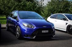 Blue Ford Focus ST mk3 with grey big rims