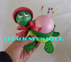 FOFUCHAS. Manualidades y Creaciones Maite: FOFUCHA TORTUGA ALFILETERO Diy Origami, Origami Paper, Foam Crafts, Diy And Crafts, Art Projects, Projects To Try, Paper Vase, Craft Tutorials, Pin Cushions