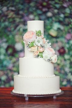 Wedding cake idea; Featured Photographer: The Nichols