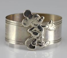 2pc-Napkin-Rings-Disney-1930s-Steamboat-Willie-and-Contemporary-Mickey-Mouse