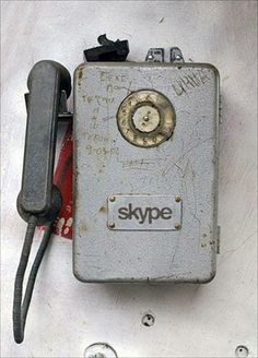Skype old phone Graffiti, Vintage Phones, Old Phone, Best Phone, Home And Deco, Funny Pictures, Amazing Pictures, Funny Pics, Hair Pictures