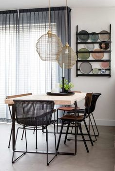 The perfect space for Home And Living, Home And Family, Table Centerpieces For Home, Interior Styling, Interior Design, Piece A Vivre, Wooden Dining Tables, Scandinavian Interior, Small Rooms