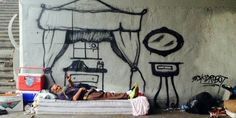 This Graffiti Artist Spray Paints Dream Homes For Homeless People - Kids crafts and art education - Art Homeless Man, Homeless People, Homeless Shelters, Banksy, Street Art Graffiti, Graffiti Wall, Street Artists, Art Plastique, Painted Beds