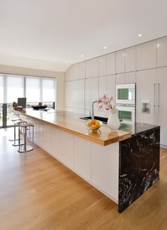 Stylish Apartment and Inspiring Interior Design New Kitchen Designs, Beautiful Kitchens, Kitchen Cabinets, Cupboards, Interior Inspiration, Small Spaces, Sweet Home, Interior Design, House Styles