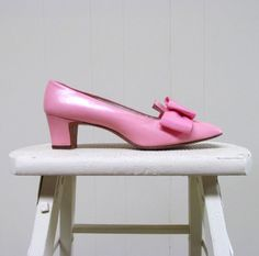 '60s shoe styles | Vintage 1960s Shoes / 60s Mod Pink Leather ....bring these back now!