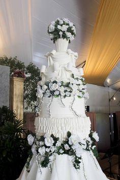 Victorian Wedding Cake by cakes by alyanna Small Wedding Cakes, Wedding Cakes With Cupcakes, Beautiful Wedding Cakes, Beautiful Cakes, Amazing Cakes, Cupcake Cakes, Dream Wedding, Victorian Wedding Cakes, Victorian Decor