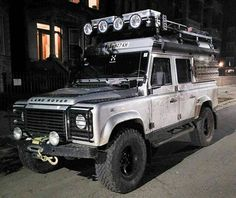 Land Rover Defender 110 Td4 Customiced Extreme adventure prepared. Perfect for me. Lobenzo.