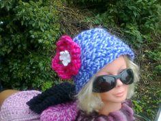 model hoed met bloem