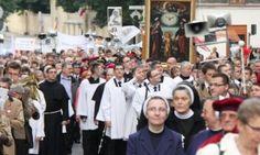 Procesje Drogi Krzyżowej na warszawskich ulicach – Wielkanocne utrudnienia