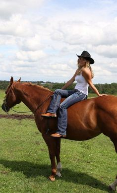 Meet more horse lovers,equestrian singles ,cowgirls or cowboys at the site… Cowgirl Sexy, Cowgirl And Horse, Cowboy And Cowgirl, Cowgirl Style, Horse Riding, Western Riding, Cowgirl Boots, Real Country Girls, Country Women
