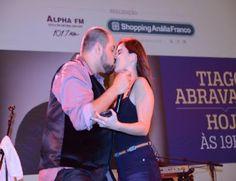 """Tiago Abravanel surpreende fã com """"selinho"""" no palco do Grandes Encontros do Shopping Anália Franco   Jornalwebdigital"""