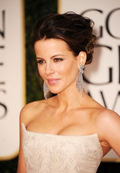Our award for best jewelry of the night goes to Kate Beckinsale for her Lorraine Schwartz earrings. The essence of Hollywood glamour. #GoldenGlobes