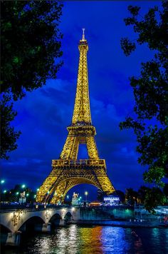 Tour Eiffel (Eiffel tower) photography by Eric BEAUME