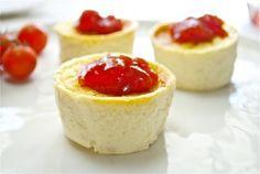 Flan de queso con mermelada de tomate #Recetas Hojiblanca #Saludables https://www.facebook.com/Hojiblanca
