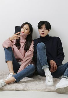Have you ever thought of Korean fashion or dressing like a Korean celebrity you saw on TV? Or you admire Korean style but you do not know where to start? Korean Fashion Trends 2017, Korean Street Fashion, Korea Fashion, Asian Fashion, Couple Ulzzang, Korean Ulzzang, Korean Couple, Fashion Couple, Couple Outfits