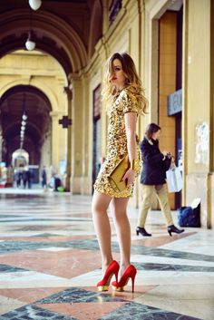 Wear a gold sequin sheath dress to create a proper and polished ensemble. We adore how cohesive this outfit looks when rounded off with red suede pumps. Cocktail Attire For Women, Shower Outfits, New Years Eve Dresses, Prom Dresses, Golden Dress, Gold Sequin Dress, Sequin Pants, Mini Vestidos, Elegant Outfit