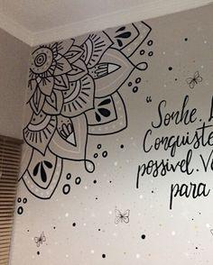 Arte criada na hora. Free hand ✍🏼 criativas quartos grafite Murals and Wall Art Wall Painting Decor, Mural Wall Art, Wall Decor, Wall Art Designs, Paint Designs, Wall Design, Mandala Art Lesson, Mandala Drawing, Mandalas Painting
