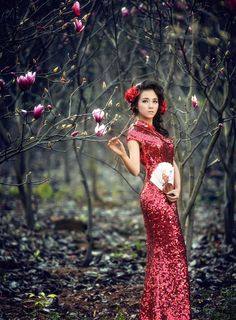 When you want to take some photos to remenber the beauty when you are young, then put on the Chinese qipao dress, and show the beauty not only outside but inner through
