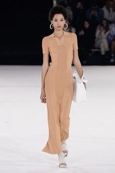 Jacquemus Fall 2020 Menswear Vogue Present 2020 Vogue Fashion, Fashion Week, Fashion 2020, Runway Fashion, High Fashion, Womens Fashion, Fashion Trends, Fashion Games, Fashion Styles