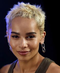 Super short and super blonde seems to be the combo-trend of the year. Zoe Kravitz looks amazing with this platinum hair and dark brow pairing.