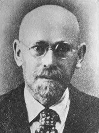 Years before Dr. Spock and other child-rearing gurus, a renowned pediatrician in Poland pioneered the field by advocating that parents simply trust their instincts. He was executed by the Nazis, along with the orphans he cared for in a Warsaw ghetto.