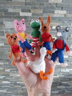 Ruim 2 jaar geleden vond ik op dit blog gehaakte vingerpoppetjes van Kikker en zijn vriendjes. Kikker is natuurlijk erg leuk, alleen werd m... Crochet Mouse, Love Crochet, Learn To Crochet, Diy Crochet, Crochet Hooks, Magic Crafts, Crafts To Do, Amigurumi Patterns, Crochet Patterns
