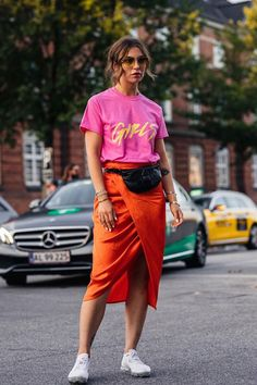 Copenhagen fashion week: onze favoriete streetstyle looks Colorful Outfits, Colorful Fashion, Casual Outfits, Crazy Outfits, Edgy Summer Fashion, Colorful Clothes, Fashion Week, Look Fashion, Fashion Outfits