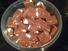 Rocky Road Fudge met Rolo, pepermunt en butterscotch chocolade. Bekijk de stap-voor-stap fotoblog