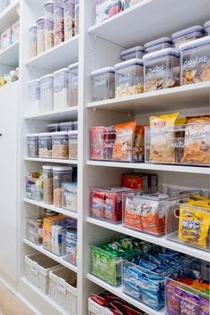 With no further a due, here are 47 kitchen organization ideas that will make you love your kitchen even more and for you to have a well-organized kitchen! For more awesome ideas, please check https://glamshelf.com #kitchens #kitchenorganization #kitchenstorage