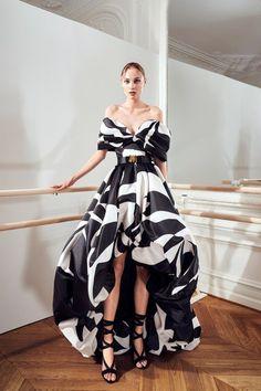Couture Fashion, Runway Fashion, Fashion News, Fashion Show Collection, Couture Collection, Latest Fashion Clothes, Fashion Dresses, Prom Dress Couture, Style Classique