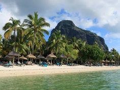 Die letzten Sonnenstunden auskosten! #taipan_mauritius #mauritius #beachcomber Mauritius, Strand, Hotels, Beach, Water, Outdoor, Tropical Paradise, Ocean, Gripe Water