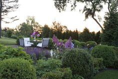 The homeowners transplanted the giant boxwoods around the perimeter of the eastern terrace from their previous home.