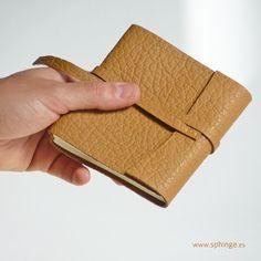 Handmade leather notebook / Cuaderno de piel hecho a mano