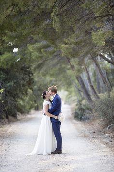 Fabienne et Charles se sont mariés cet été dans le très joli village de Maussane les Alpilles. Ils ont continués la fête au Mas du Boutonnet, un endroit plein de charme au milieu des oliviers. Merci à eux pour leur confiance et ce bon moment et merci à Muriel d'avoir pensé à moi. Lieu: Mas …