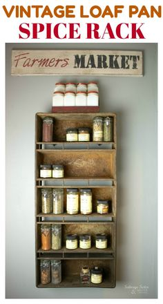 Vintage Decor Rustic Vintage Loaf Pan Spice Rack - Repurposing takes what was once an industrial pan and turns it into a vintage bread pan spice rack. Come check this out and many other unique storage projects. Diy Home Decor Easy, Upcycled Home Decor, Vintage Home Decor, Vintage Kitchen, Vintage Diy, Repurposed, Vintage Ladder, Upcycled Crafts, Rustic Kitchen