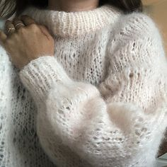 Ravelry: Killing Me Softly Sweater pattern by Katja Dyrberg // Popknit Cozy Sweaters, Cable Knit Sweaters, Sweaters For Women, Drops Design, Vogue Knitting, Free Knitting, Knitting Machine, Lila Pause, Drops Alpaca
