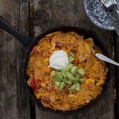 Chilaquiles II Fried Tortillas, Homemade Tortillas, Avocado Breakfast, Breakfast Bowls, Tortilla Recipe, Tortilla Chips, Brunch Dishes, Brunch Recipes, Breakfast Recipes
